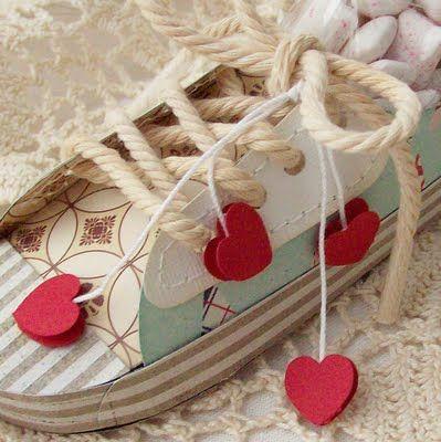 paper shoe treat holder