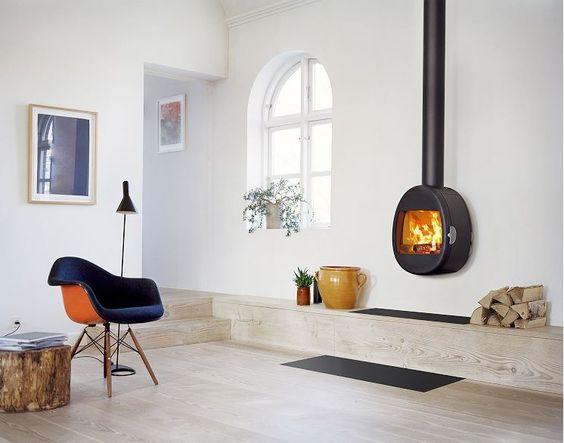 Scan 66 hanghaard met groot vuurbeeld. Scandinavisch Deens design door Harrit en Sorensen.