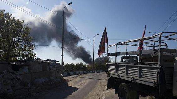 Intensas ofensas en aeropuerto de Donetsk, separatistas prorrusos - http://notimundo.com.mx/mundo/intensas-ofensas-en-aeropuerto-de-donetsk-separatistas-prorrusos/27785