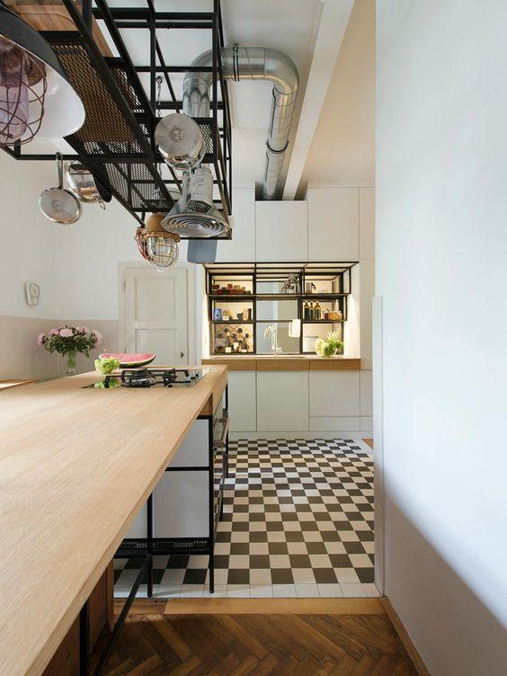 Hängeregal kücheninsel  Kücheninsel mit Hängeregal, Apartment S, Design: IFUB* | Interior ...