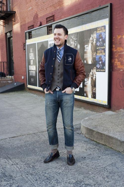 A arte de substituir o blazer, varsity jacket, colete, listras, jeans e mocassim.