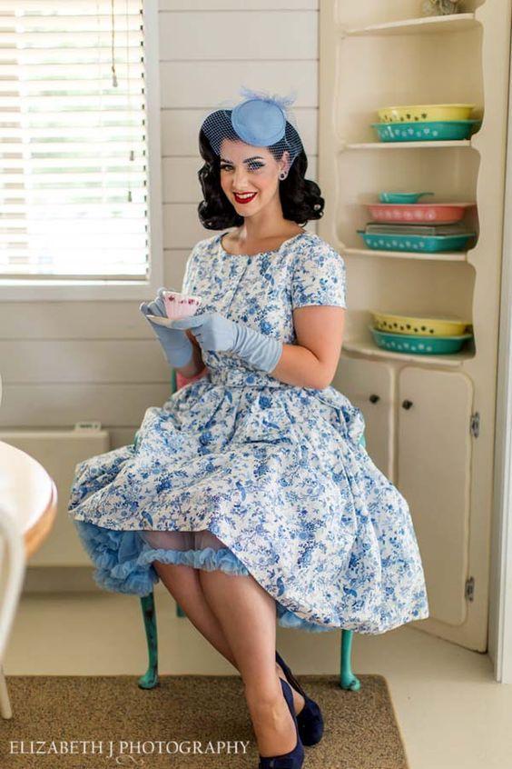 Pin Von Www Allesandra Tiller De Auf Mode Miss Victory Violet Pop Art 50er Jahre Mode Party Kleider Vintage Kleider