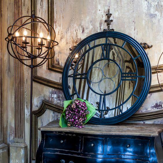 Настенное зеркало «Сен-Лазар» прекрасно взаимодействует с пространством интерьера и идеально подходит для гостиной, спальни, прихожей, кабинета или ванной комнаты, - всё зависит от Вашей фантазии. Оно будет смотреться просто восхитительно в любом, даже самом изысканном и богато обставленном интерьере. #зеркало, #декор, #интерьер, #французскийстиль, #mirror, #frenchstyle, #decor, #interior, #objectmechty