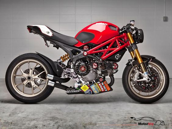 Ducati Monster 2013 model for sale in Kuwait Click Here for more details: http://kuwait.motorbia.com/bike-detail.php?bike_id=234