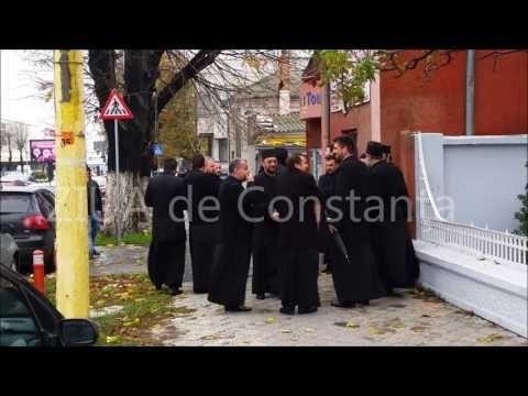ÎPS Teodosie este așteptat la sediul IPJ de un sobor de preoți