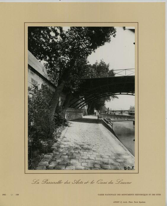 La passerelle des Arts et le pont du Louvre (vers 1900) Eugène Atget. Tirage argentique de la caisse nationale des monuments historiques et des sites en 1982.