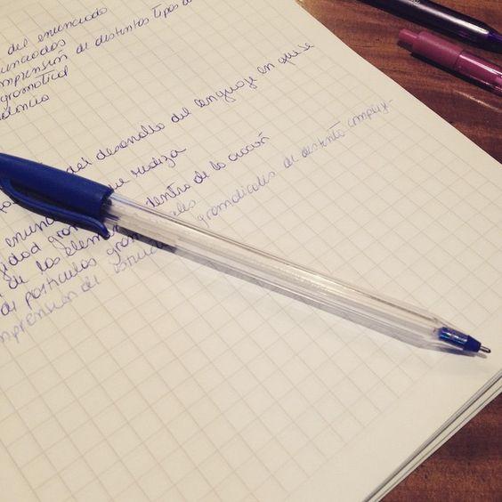 Mañana tengo prueba y se me acabó mi lápiz favorito !!!!  #papermate papermate vuela alto.