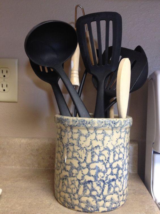 RRP Roseville spongeware crock: Baskets Pottery, Rrp Roseville, Early Spongewear, Henn Workshop, Spongeware Crock, Roseville Pottery, Antiques Vintage, Roseville Spongeware, Pottery Ceramics