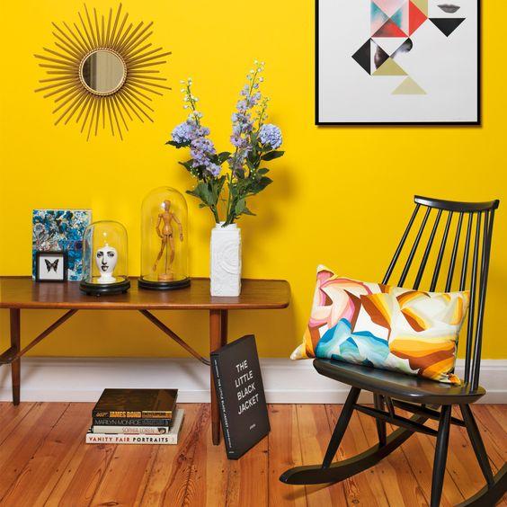 Rinconces que llenan de energ a os atrev is con las - Sofas amarillos color paredes ...