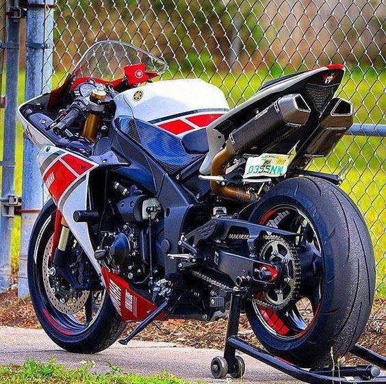Red #yamaha #motorcycle #superbike #bike #bikelife #sportbikes http://buff.ly/1SzJyhN