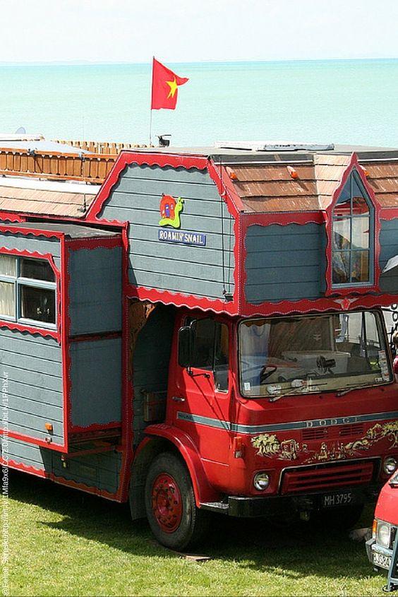 Like a castle on wheels.  Ein kleines Schloss auf Rädern.  #huge #campervan #campingbus #hotwheels #custom #crafts #bigboy #truck
