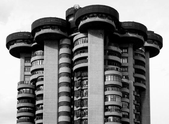 Clásicos de Arquitectura: Torres Blancas / Francisco Javier Sáenz de Oiza
