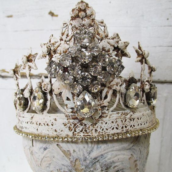 Pin By Karen Crawn On Home Decor: Crown Decor, Cottages And French On Pinterest