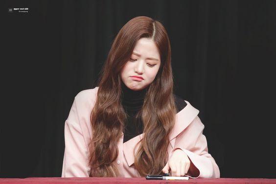 ꒰ HQ #장원영 ¨̮ #Wonyoung ꒱   ✎... 181118 IZONE fansign in Busan ☆` uppereastside04  #JangWonyoung #WIZONE #아이즈원 #アイズワン