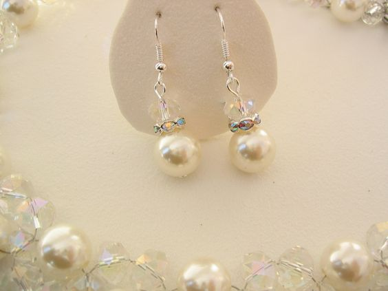 Bridal earring with pearls and crystals. handmade by EMarree.com