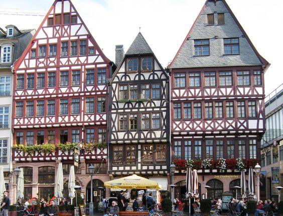 frankfurt_roemerplatz.jpg (2385×1826)