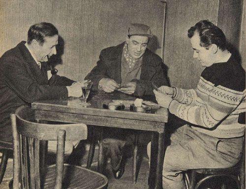 Simenon a Milano In una trattoria di via Ripa Ticinese, Georges Simenon ha giocato una partita a briscola con un camionista e un giovane negoziante, vincendola con un netto scarto di punti e divertendosi moltissimo