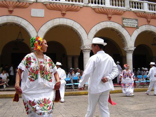 Folklore y traje típico.