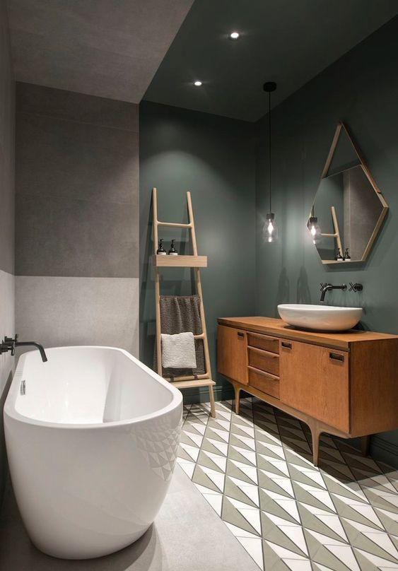 Décoration scandinave d'une salle de bain avec un carrelage géométrique