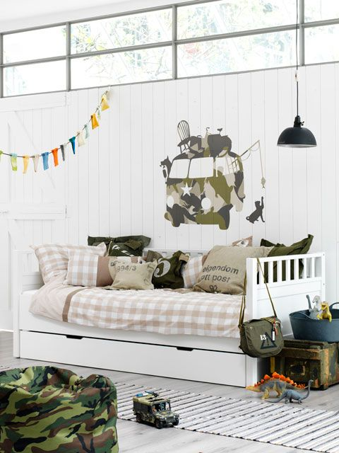 Camo boy room styling...don't see enough of these. Well done!