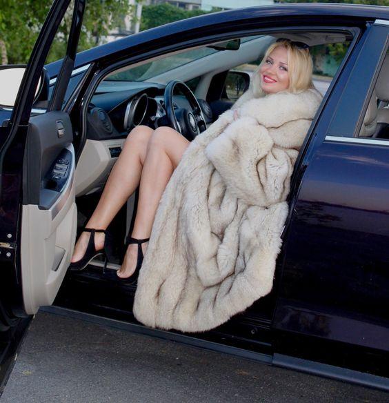 Real Fur Coat Fit UK 10-12-14-16 new condition polar fox saga