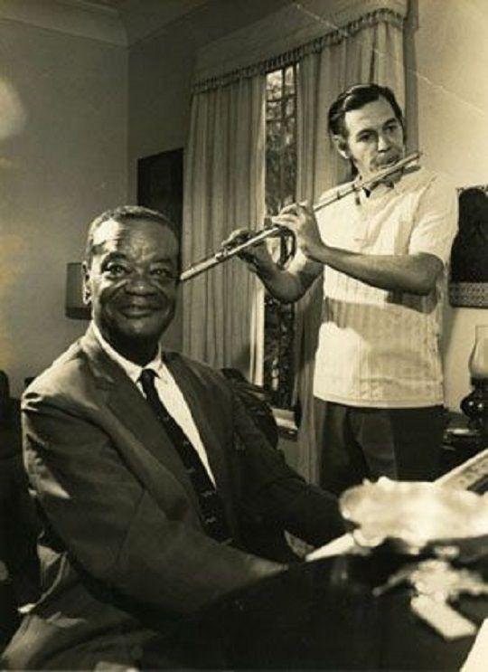 Pixinguinha e Tom Jobim no Rio de Janeiro, 1972.   Veja mais em: http://semioticas1.blogspot.com.br/2012/01/musica-segundo-tom-jobim.html: