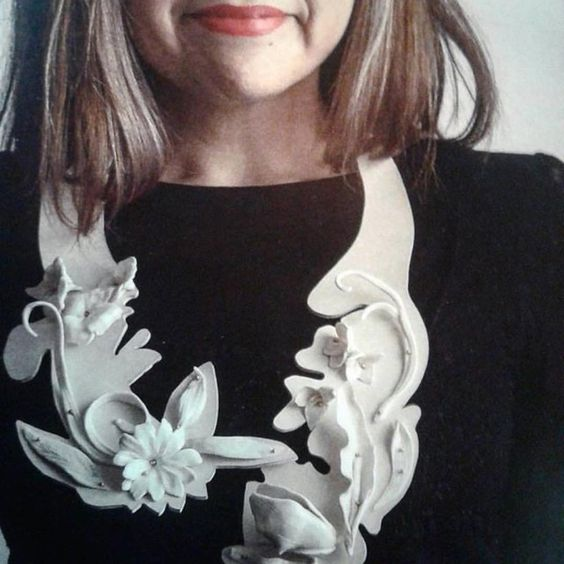 Rosario Perriello -  - Collar de porcelana, bronce y caucho para #joyabarcelona con @ergogaleria:
