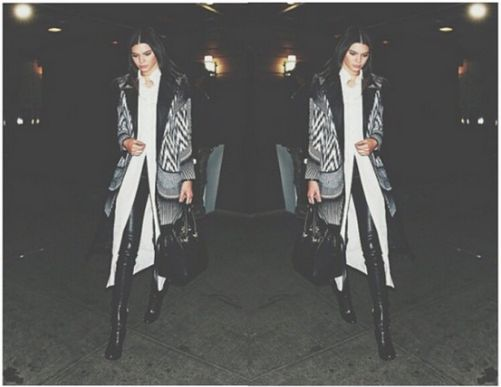 @KendallJenner in @sassandbide coat // @michaelmavenofficial blouse // @balenciaga pants // @prada boots // @versace_official bag #KendallJenner #StyledbyMonicaRose