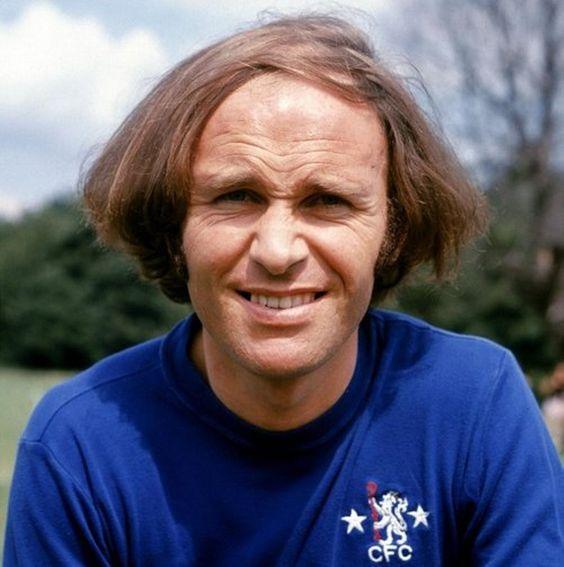 Cortes de pelo de los futbolistas más famosos. Los jugadores de futbol lucen sus peinados y en esta recopilación los traemos todos.