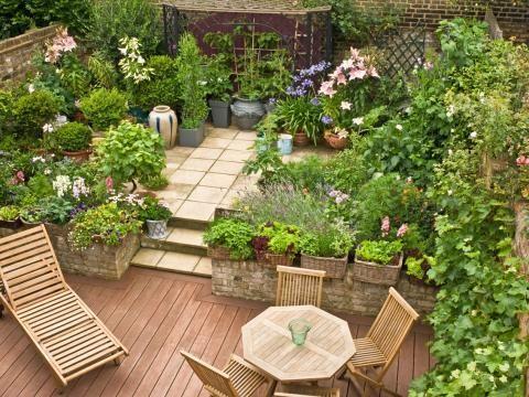 terrassengestaltung mit pflanzen wand beet garten. Black Bedroom Furniture Sets. Home Design Ideas