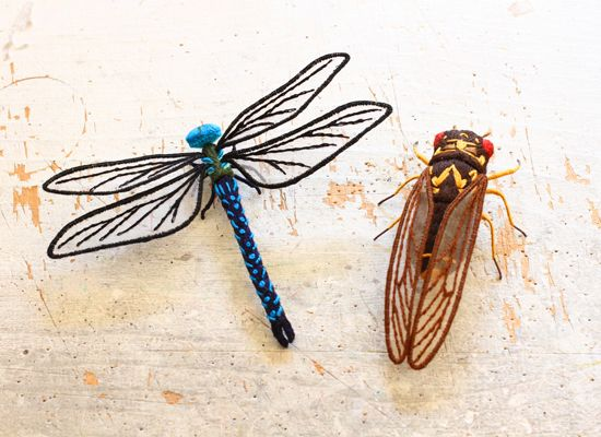 立体昆虫刺繍のブローチです シートフェルトに一針一針丁寧に刺繍を