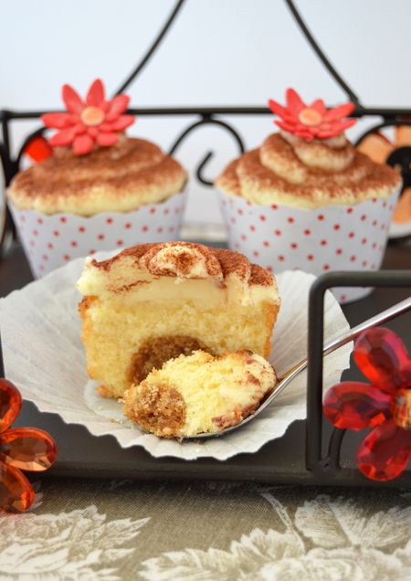 Tiramisú Cupcakes, looks sooooo good. I'd have a birthday party for somebody just to make and eat these.