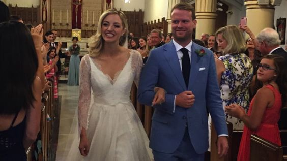 'Odd Mom Out' Star Abby Elliott Marries Bill Kennedy -- See Her Gorgeous Wedding Dress!