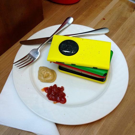 Fast food o tech food? #switchtolumia #NokiaLumia #Lumia #FastFood #TechFood  http://www.nokia.com/it-it/prodotti/nokia-lumia/
