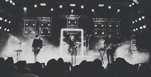 Seeing The 1975 perform live is definitely on the top of my bucket list!!!