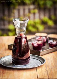 Cómo preparar la sangría tradicional de toda la vida, con ingredientes naturales y sin refrescos con azúcar. Elaboración paso a paso con consejos.