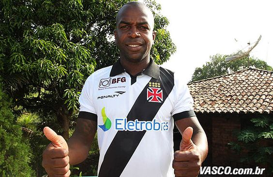 Nome: Sandro Laurindo da Silva  Posição: Volante  Nascimento: 29/04/1984  Local: Rio de Janeiro (RJ)  Altura: 1,86m  Clubes: 2004 - América (RJ); 2005 - Ceará;  2006 - Portuguesa; 2007 - Remo; 2008 - Mirassol; 2008 a 2010 - Palmeiras; 2010 - Botafogo; 2010 - Málaga (ESP); 2011 a 2012 - Internacional; 2012 - Cruzeiro; 2013 - VASCO  Títulos:  2007 - Campeonato Paraense - Remo; 2010 - Campeonato Carioca - Botafogo; 2012 - Campeonato Gaúcho - Internacional