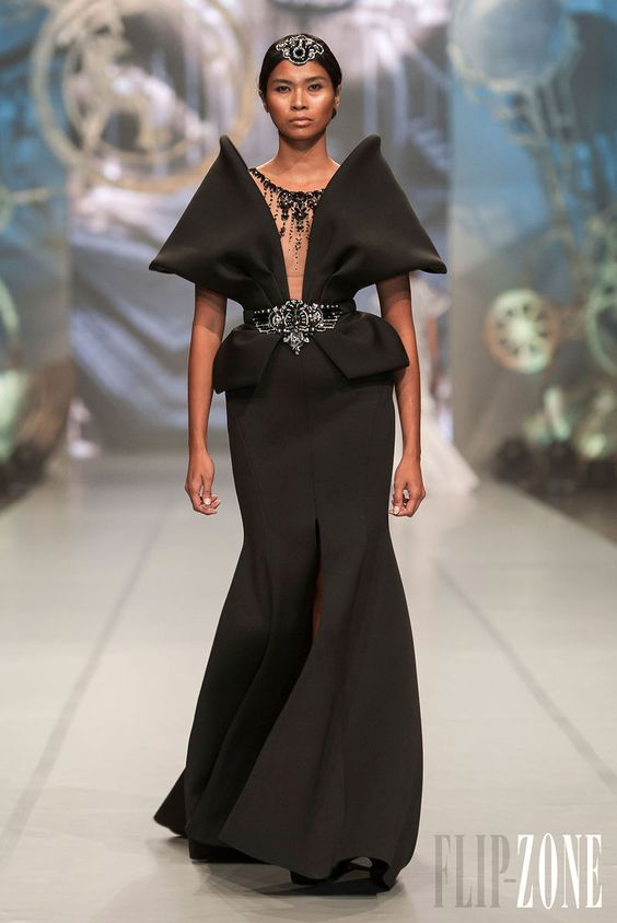 Ezra - Haute couture - Collection 2013 - http://www.flip-zone.fr/fashion/couture-1/independant-designers/ezra-4262