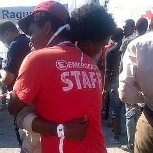 Offerte di lavoro Palermo  Lo sbarco di un migrante eritreo: un incontro dopo nove anni  #annuncio #pagato #jobs #Italia #Sicilia Pozzallo riabbraccia il fratello dopo 9 anni