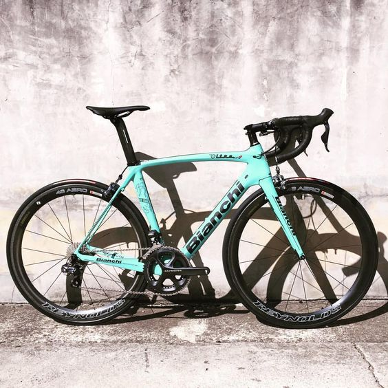 Bike Force RichmondさんはInstagramを利用しています:「It's always nice to start your week in Celeste. Bianchi Oltre XR1 with Ultegra Di2, Reynolds Aero 46 and finished with Fizik R1 bar and stem. #bianchi #bianchibikes #bianchibicycles #bianchiofficial #bianchioltre #rideshimano #richmond #bikeforcerichmond #richmond3121 #3121 #reynoldscycling #reynoldswheels #fizik #ultegradi2 #lifeistooshorttorideshitbikes #baaw #bikeporn #instacycling #passionceleste #roadbike」