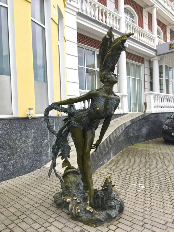 Скульптура Ундины на старом променаде Светлогорска. Фото Жени Шведы
