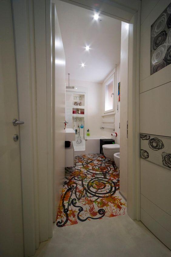 Bagno: decoro su pavimento in resina eseguita da recolore. pareti ...