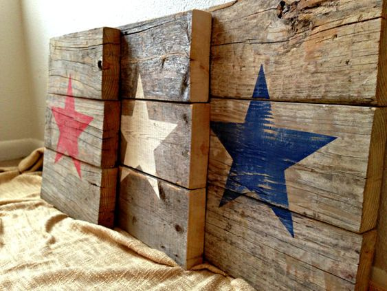 Recycled Pallet Wood Patriotic American Star Signs - Distressed Rustic Red White and Blue - 4th of July Holiday Wall Decor - Set of 3