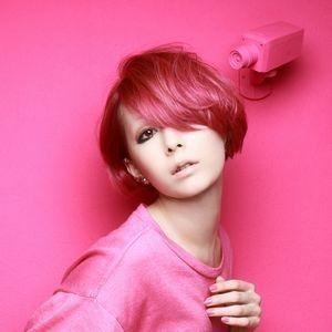 ピンクの髪色の木村カエラ