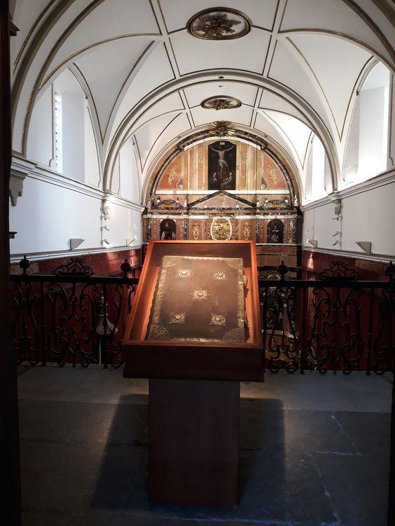 En la capilla de la Universidad de Salamanca