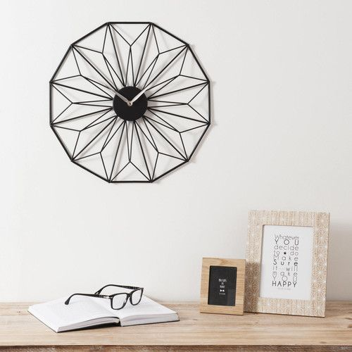 horloge en m tal noire grafik maisons du monde horloges en beaut catchy clocks. Black Bedroom Furniture Sets. Home Design Ideas