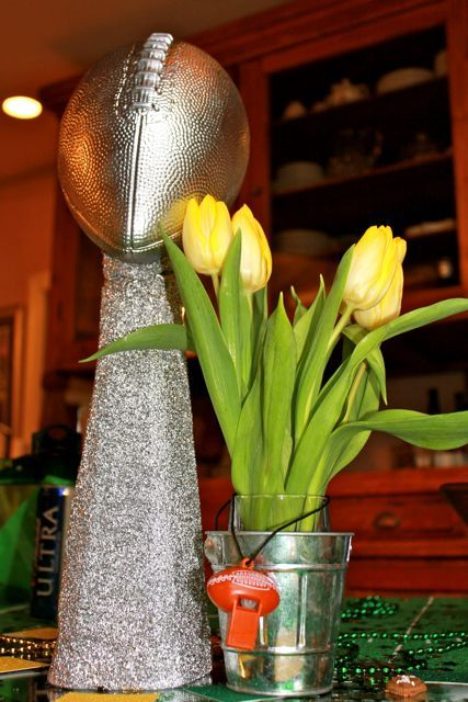 Lombardi Trophy....sort of! Simple and easy to make, but dramatic enough for party décor.: