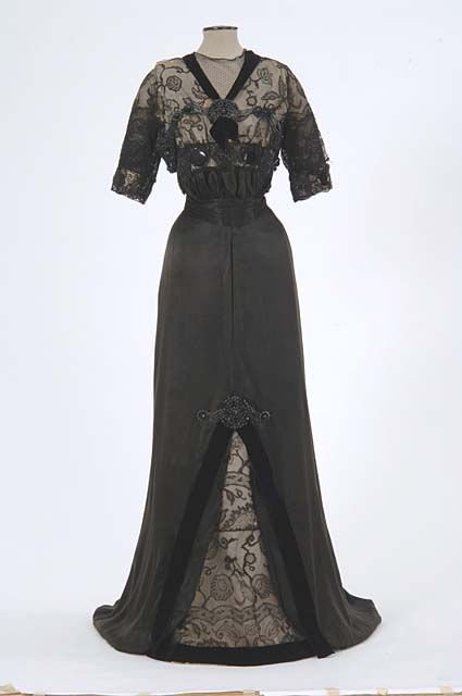 Evening dress, 1909-13, From the Minnesota Historical Society