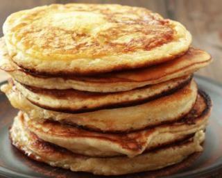 Pancakes minceur Fourchette & Bikini  http://www.fourchette-et-bikini.fr/recettes/recettes-minceur/pancakes-minceur.html