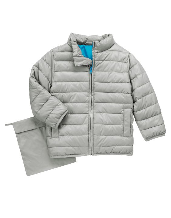 Light as air yet super snug, our on-trend puffer jacket is great for trips or everyday wear. Comes with its own packing pouch.